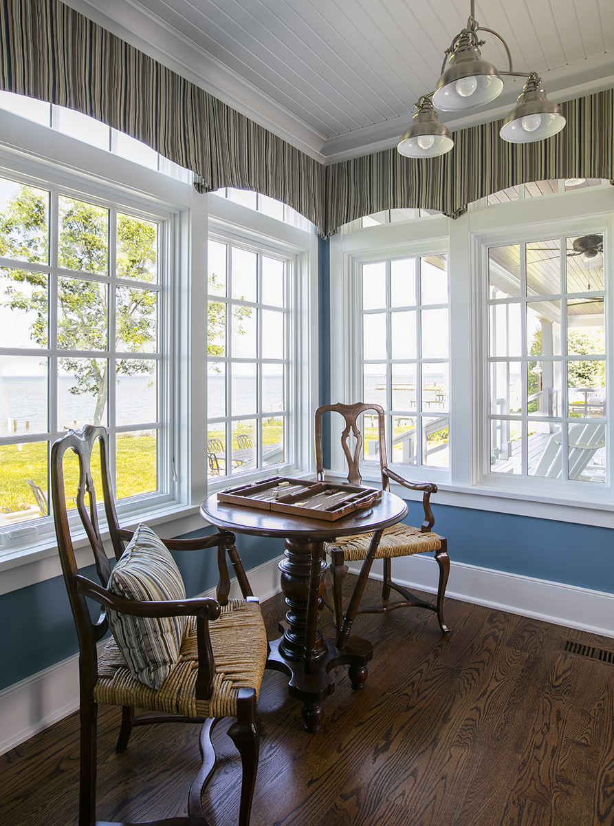 Nantucket Corner Window With Table