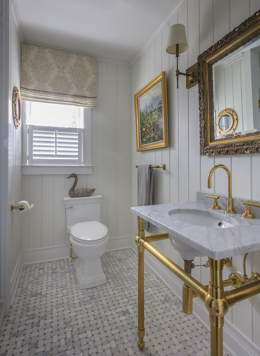 Beautiful Cottage in Linstead Bathroom