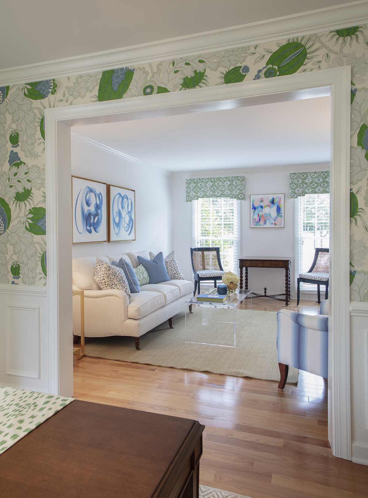 Bright and Fun Livingroom